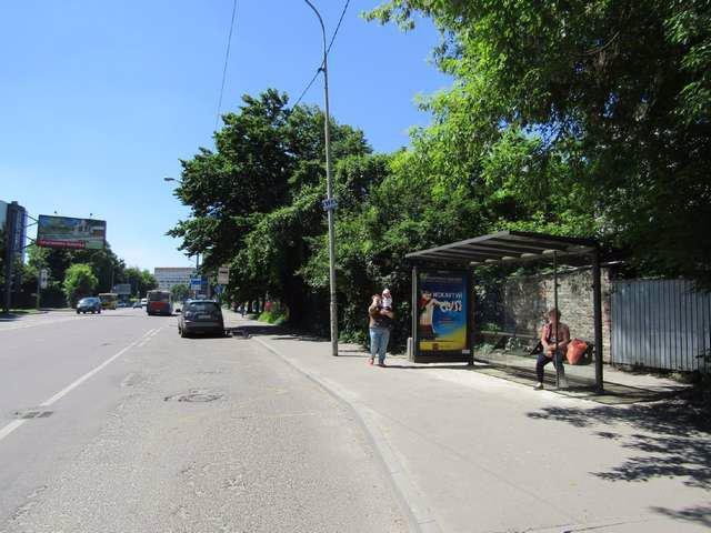 Остановка №206574 в городе Львов (Львовская область), размещение наружной рекламы, IDMedia-аренда по самым низким ценам!