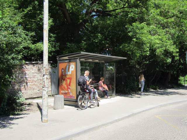 Остановка №206575 в городе Львов (Львовская область), размещение наружной рекламы, IDMedia-аренда по самым низким ценам!