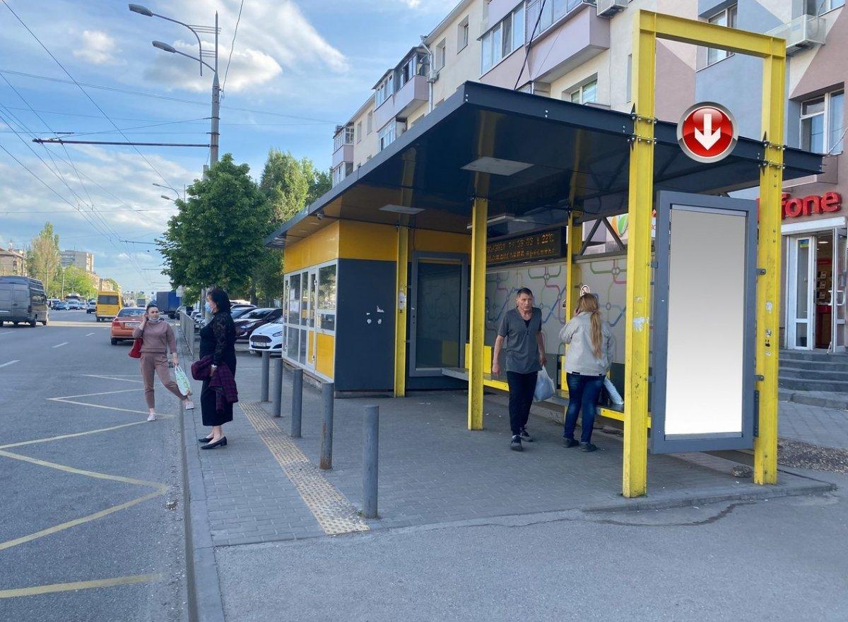 Остановка №240732 в городе Днепр (Днепропетровская область), размещение наружной рекламы, IDMedia-аренда по самым низким ценам!