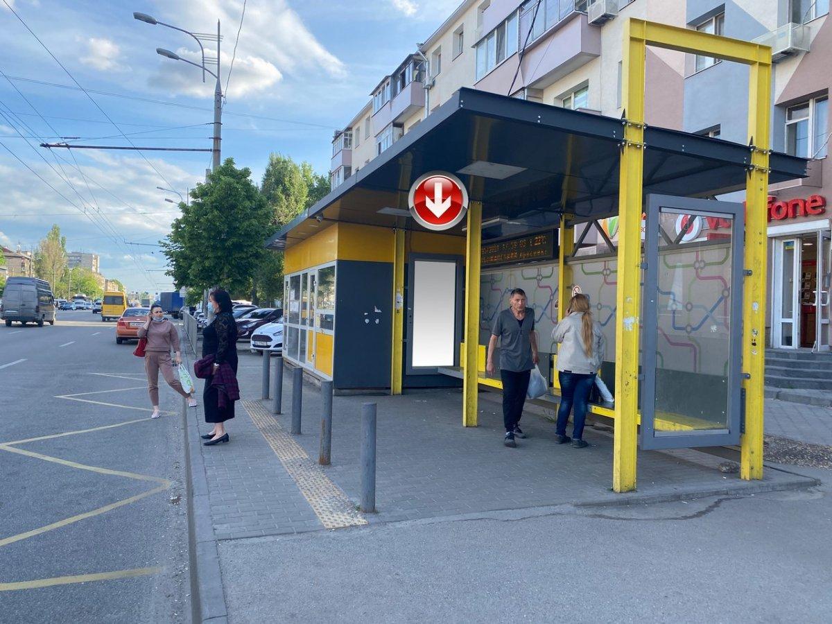 Остановка №240733 в городе Днепр (Днепропетровская область), размещение наружной рекламы, IDMedia-аренда по самым низким ценам!