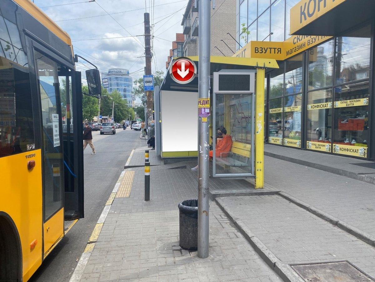 Остановка №240735 в городе Днепр (Днепропетровская область), размещение наружной рекламы, IDMedia-аренда по самым низким ценам!