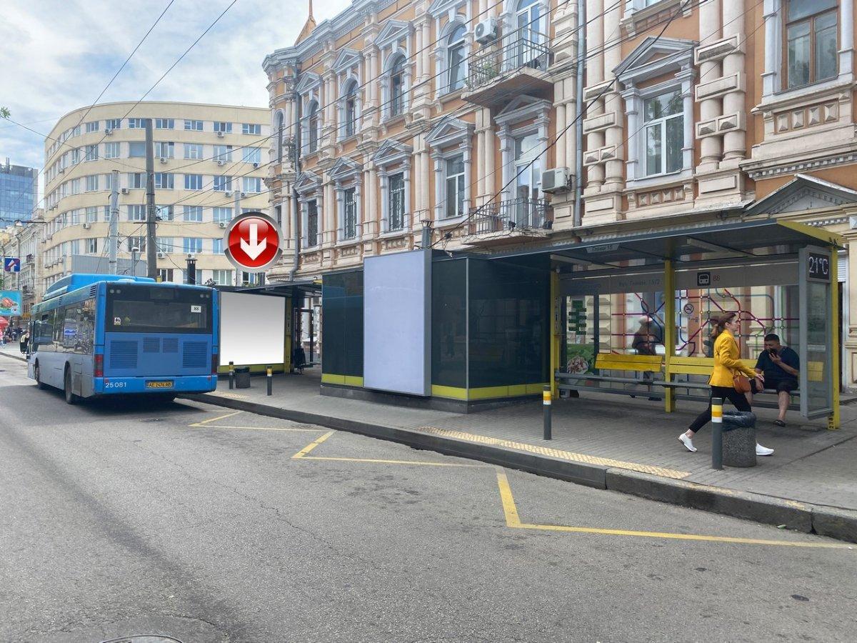 Остановка №240741 в городе Днепр (Днепропетровская область), размещение наружной рекламы, IDMedia-аренда по самым низким ценам!