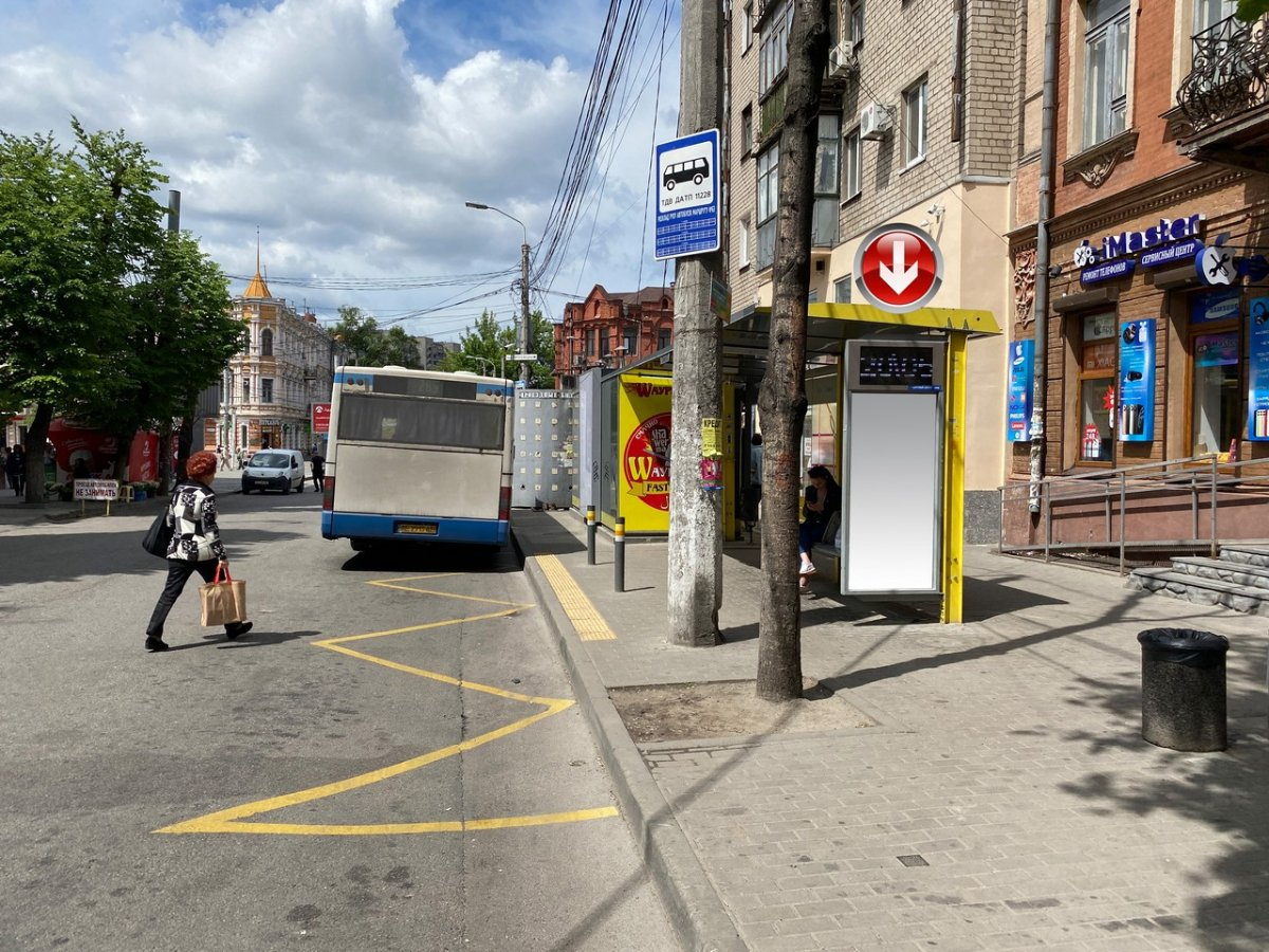Остановка №240747 в городе Днепр (Днепропетровская область), размещение наружной рекламы, IDMedia-аренда по самым низким ценам!