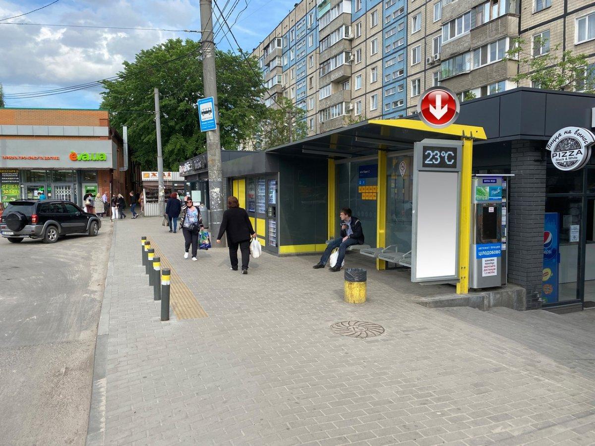 Остановка №240749 в городе Днепр (Днепропетровская область), размещение наружной рекламы, IDMedia-аренда по самым низким ценам!